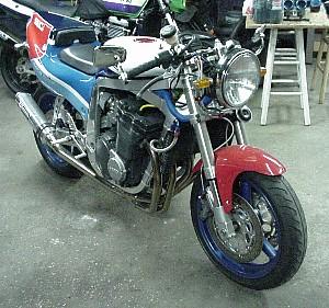 Suzuki GSX-R Slingshot 750 (88-91) et 1100 (89-92) - Page 2 GSXRRFrontRightG2
